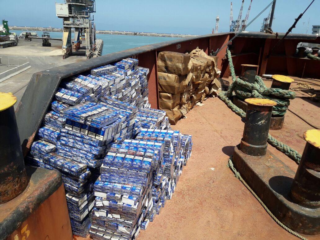 הסיגריות המוברחות על סיפון האוניה. צילום: מכס אשדוד