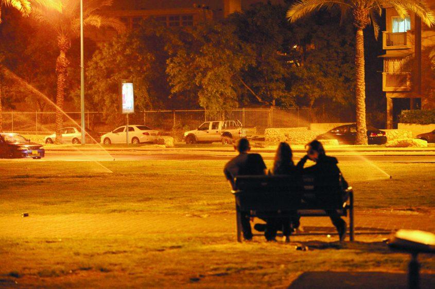 בני נוער בפארק. לתמונה אין קשר לידיעה. צילום ארכיון: אליהו הרשקוביץ