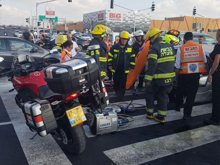 זירת תאונה ליד צומת ביג באשדוד, 1.9.17. צילום איחוד הצלה