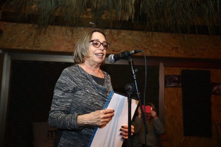 המשוררת האשדודית, סמדר שרת, הקריאה שיר חדש שכתבה במיוחד לערב שהתקיים אמש. צילום: גיל לוי (דויד אסייג)