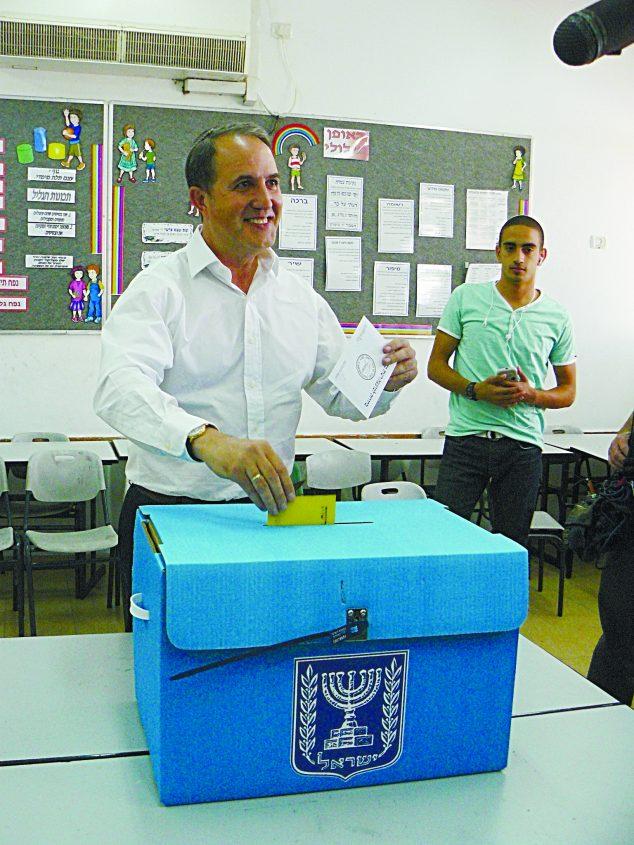 לסרי מצביע בבחירות הקודמות - 22.10.13. צילום: דור גפני