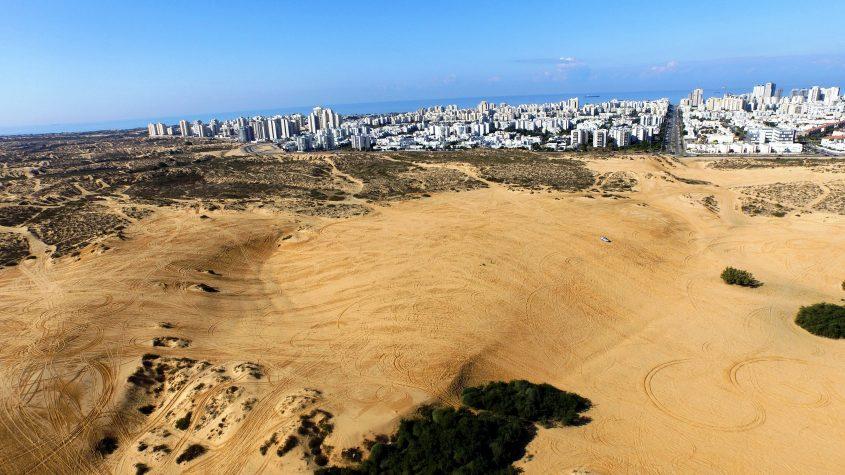 כאן מתכננים עיריית אשדוד ומשרדי האוצר והבינוי לבנות 13 אלף יחידות דיור: הדיונה הגדולה וחולות אשדוד. צילום: דב גרינבלט, החברה להגנת הטבע