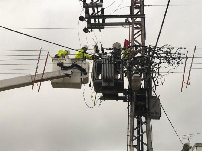 עבודות לתיקון שנאי. צילום: חברת החשמל
