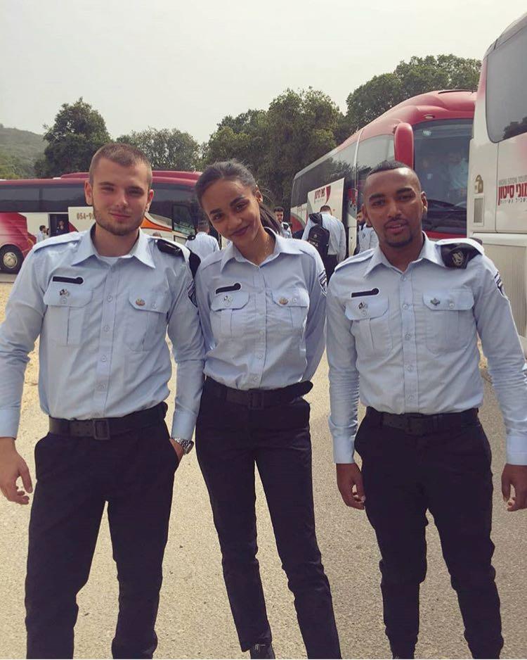 מלכת היופי אריאל ישיבר סיימה קורס סוהרות ביטחון