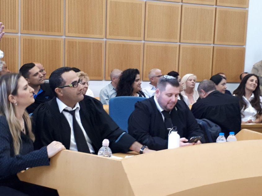 עורכי הדין עמיחי חביביאן משמאל וצחי יונגר מפרקליטות מחוז דרום במתן הכרעת הדין. צילום: דור גפני