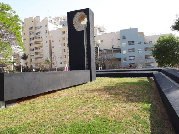 אנדרטה לנרצחי פעולות איבה באשדוד. יום הזיכרון. צילום ארכיון: דור גפני