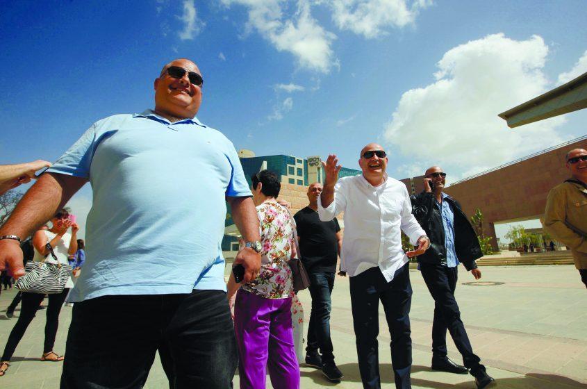 אלון חסן ודוד חסן לאחר הזיכוי בבית המשפט המחוזי בבאר שבע. צילום: אליהו הרשקוביץ