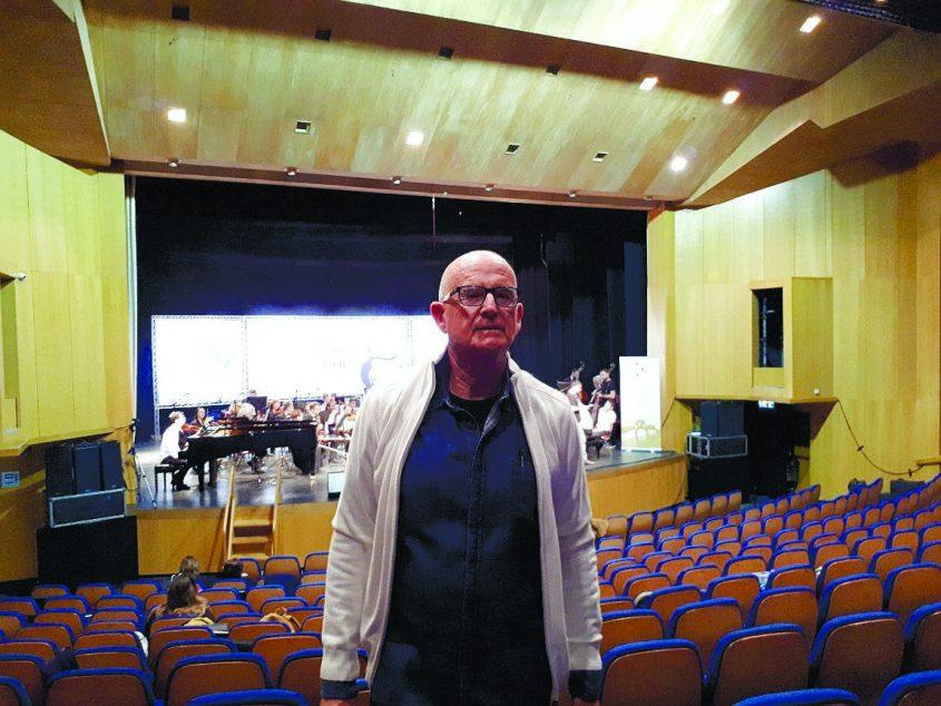 """מנכ""""ל התזמורת הסימפונית אשדוד, אדריכל חזי בליישטיין. צילום: דור גפני"""