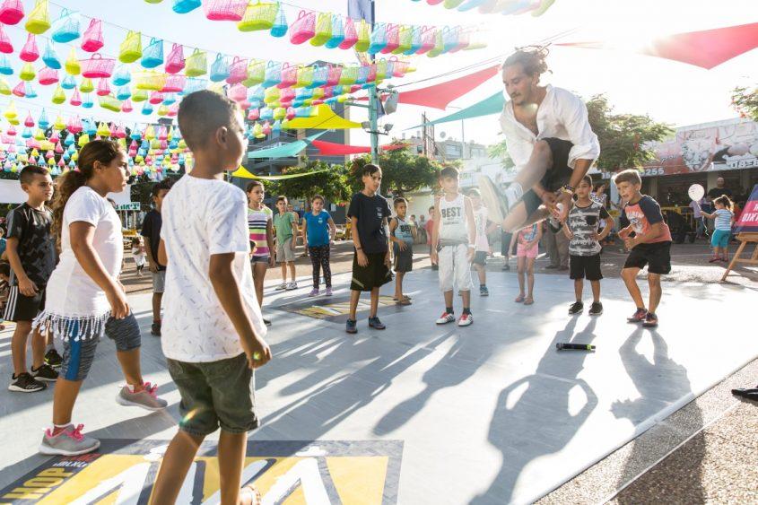 """המרכז המסחרי של אזור ו': פסטיבל ההיפ הופ באשדוד בשנה שעברה. צילום: יח""""צ החברה העירונית"""