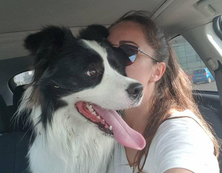 אנה והכלב מילקי לאחר שנמצא וחזר הביתה