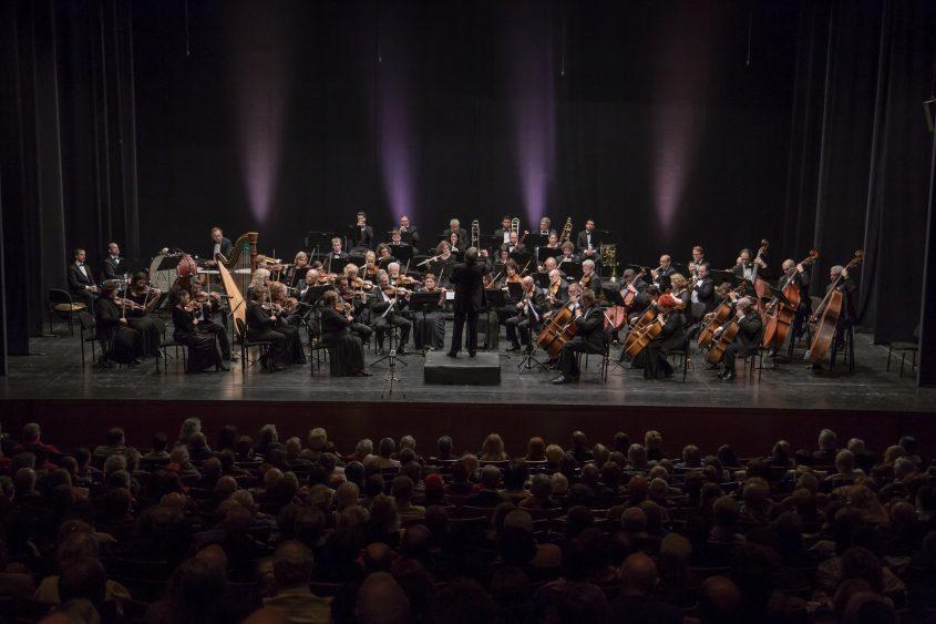 התזמורת הסימפונית אשדוד בהופעה. צילום: cinemark