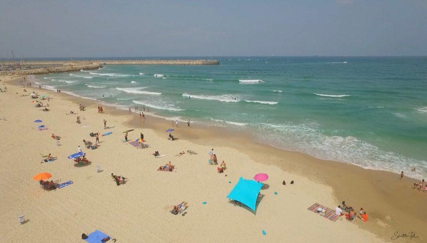 רצועת החוף בין הקשתות והמרינה. צילום: שבתאי טל