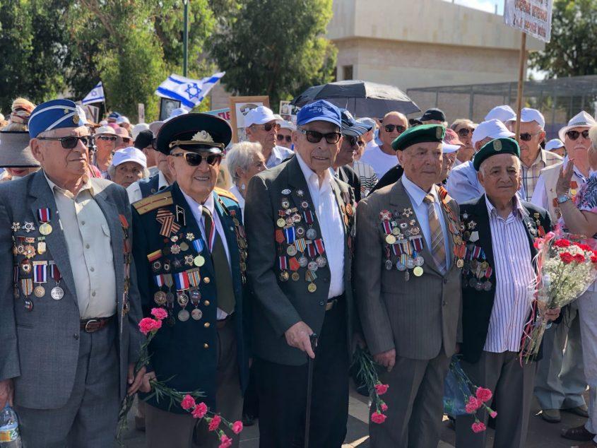 צפו: מצעד הניצחון על גרמניה הנאצית הבוקר באשדוד (וידאו)