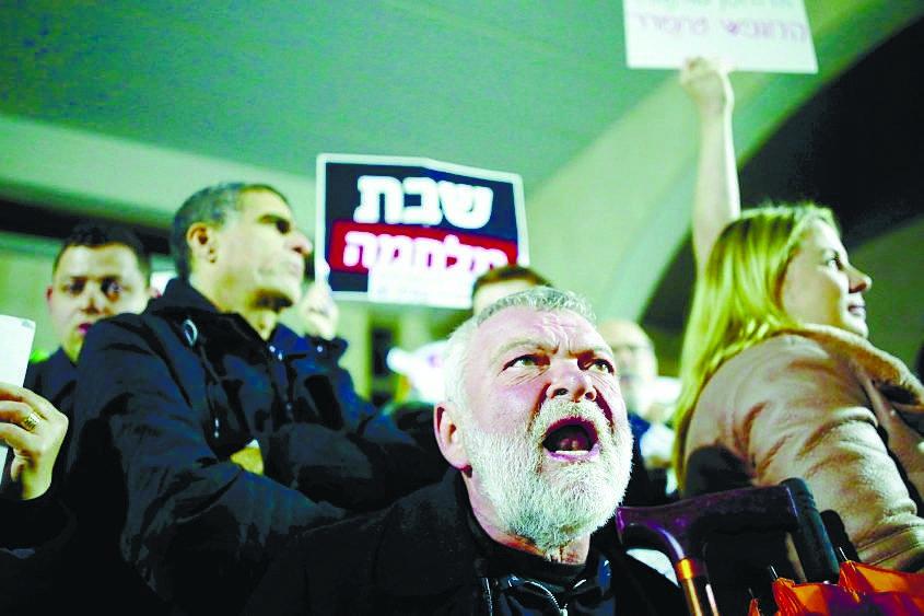"""גילאון בהפגנה נגד כפייה דתית באשדוד (""""מחאת השבת"""")"""