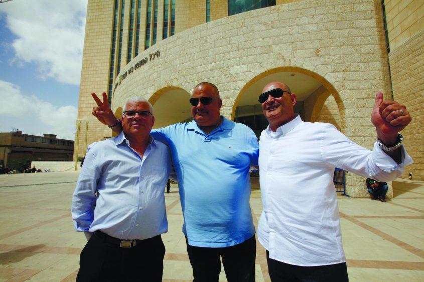 ביציאה מבית המשפט המחוזי בבאר שבע לאחר הזיכוי, 29 במרץ: דוד חסן אלון חסן שוקי סגיס. צילום: אליהו הרשקוביץ
