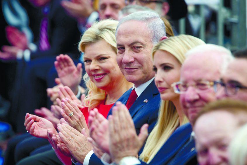 הנשיא ראובן ריבלין, ראש הממשלה בנימין נתניהו ורעייתו שרה ואיוואנקה טראמפ בטקס חנוכת השגרירות השבוע. צילום: אמיל סלמן