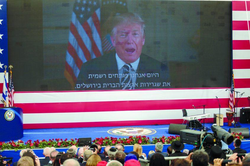 """נשיא ארה""""ב דונלד טראמפ בהודעה מוקלטת בחנוכת שגרירות ארה""""ב בירושלים. צילום: אמיל סלמן"""