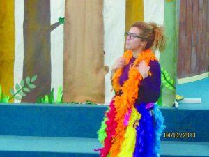 שמוליק קיפוד בביצוע תיאטרון מאושר עם הגר