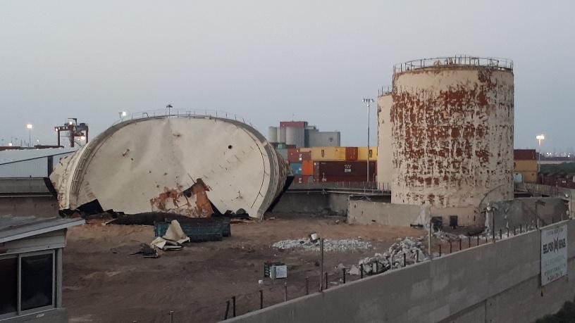 עבודות פינוי בחוות המכלים. צילום: דור גפני