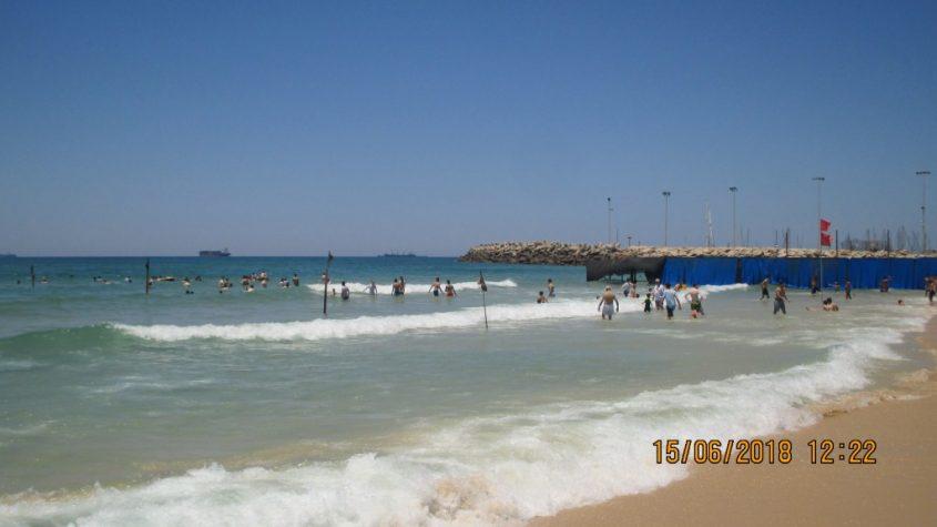"""הרבנים מתריאים מפני בעיות של """"צניעות"""". החוף הנפרד באשדוד"""