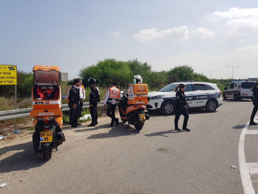 שוטרים וחובשים בזירה. צילום: דוברות המשטרה