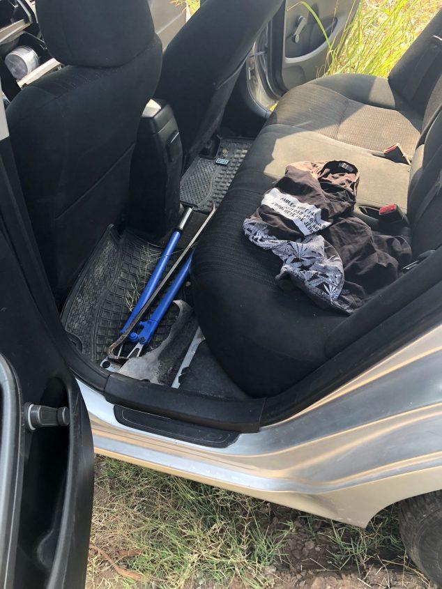 כלי תקיפה נוספים שנתפסו אצל שני החשודים. צילום: דוברות המשטרה