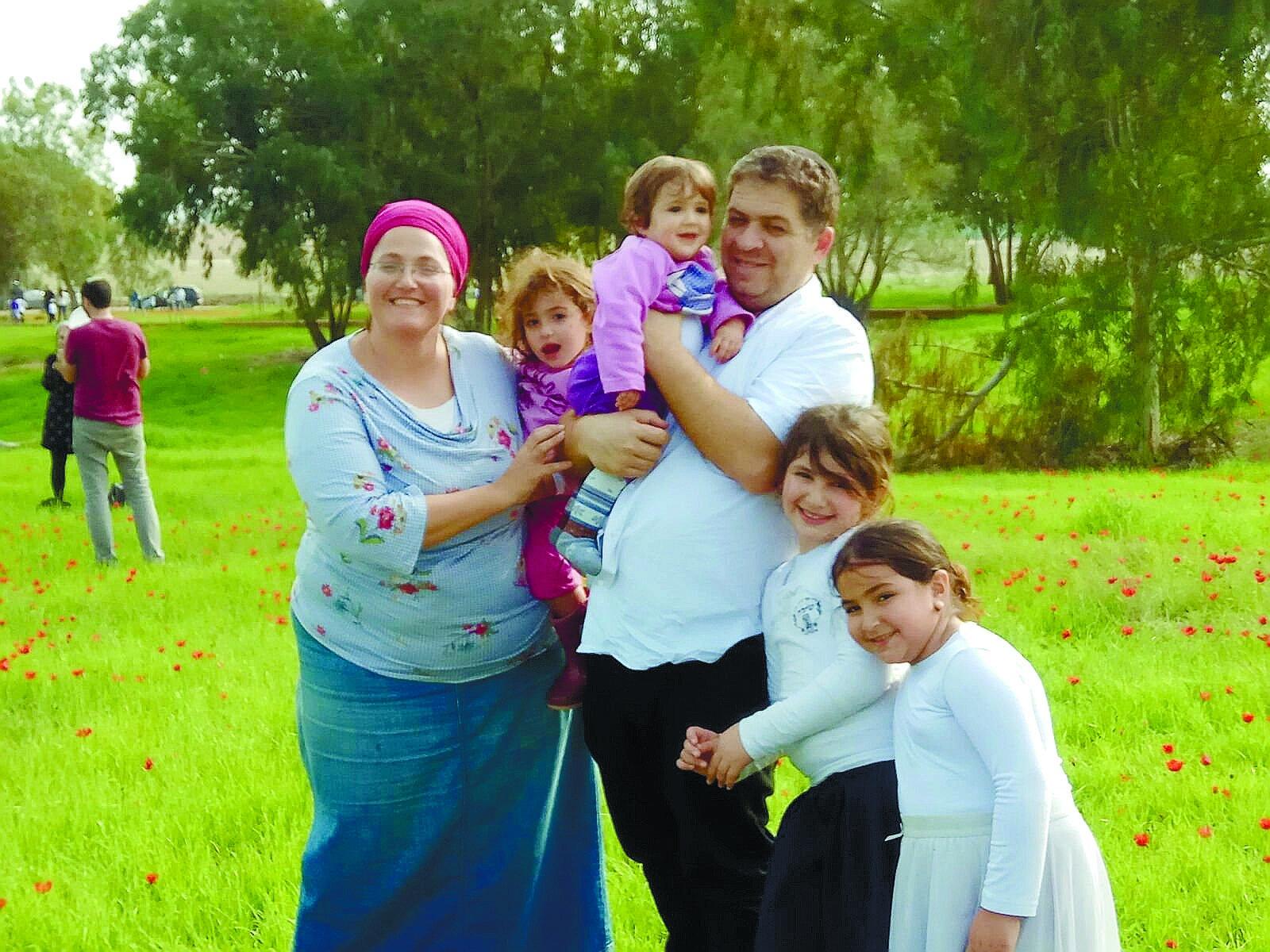 שפרה זייני ומשפחתה