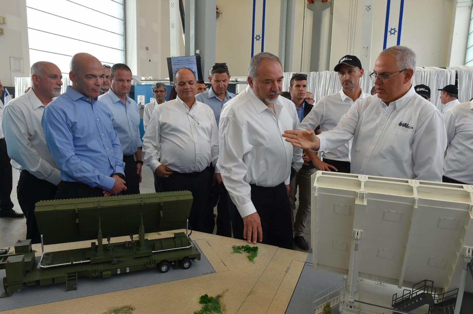 שר הביטחון ליברמן בביקור באלתא לפני כחודש. צילום: אריאל חרמוני, משרד הביטחון