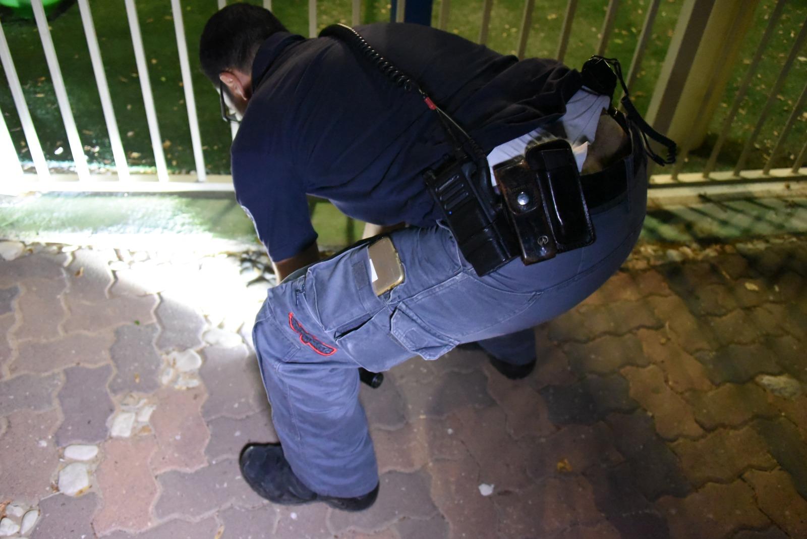 חבלנים במקום נפילת הטיל: דוברות המשטרה