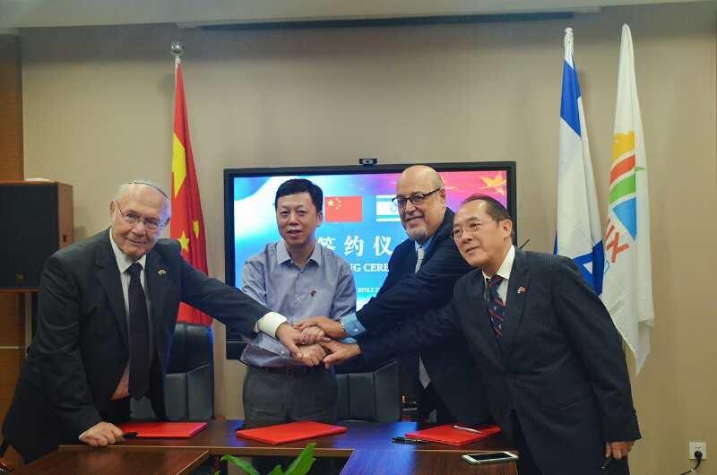פרנקל והסינים. צילום: BRI China