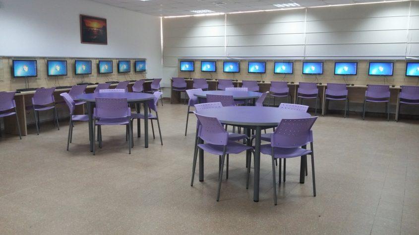 כיתת מחשבים, כפר סילבר. צילום מגמת תקשורת