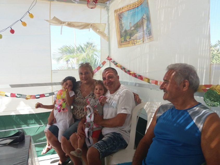 משפחת שריקי: דויד, 76, וזהבה, 72, פנסיונרים יחד עם הילדים והנכדות