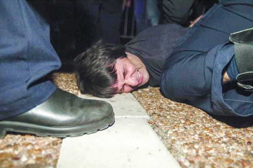 כרמי נעצר לאחר שהתפרץ לבמה במהלך ערב אחדות בכיכר רבין שארגן סרן זיו שילון שנפצע בעזה. צילום: תומר אפלבאום