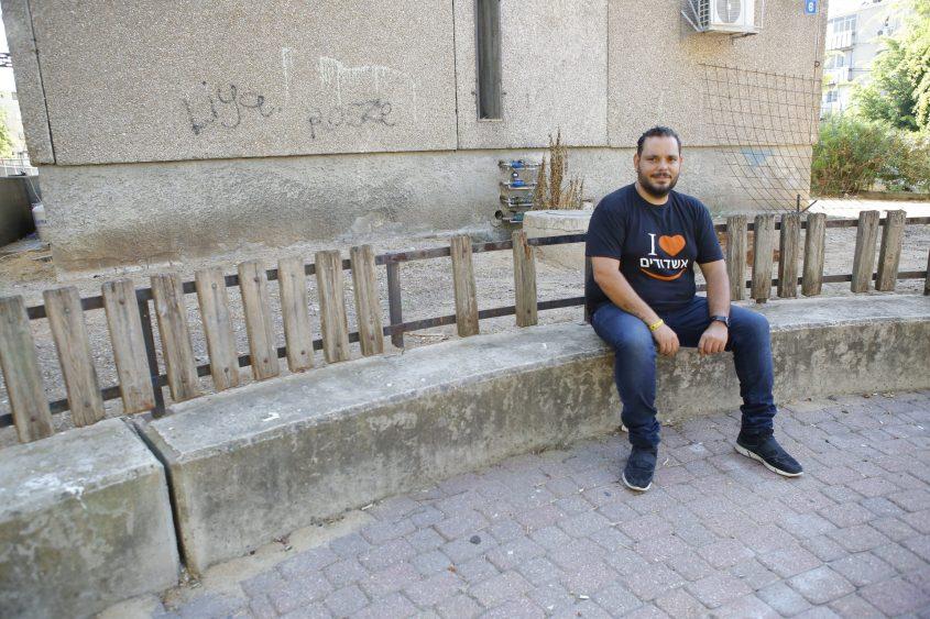 אברז'ל ליד ביתו ב-ג'. צילום: פבל