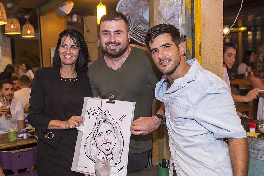 מולי הצייר בתמונה עם חברת מועצה ומתמודדת לראשת העיר הלן גרבר צילום:פבל
