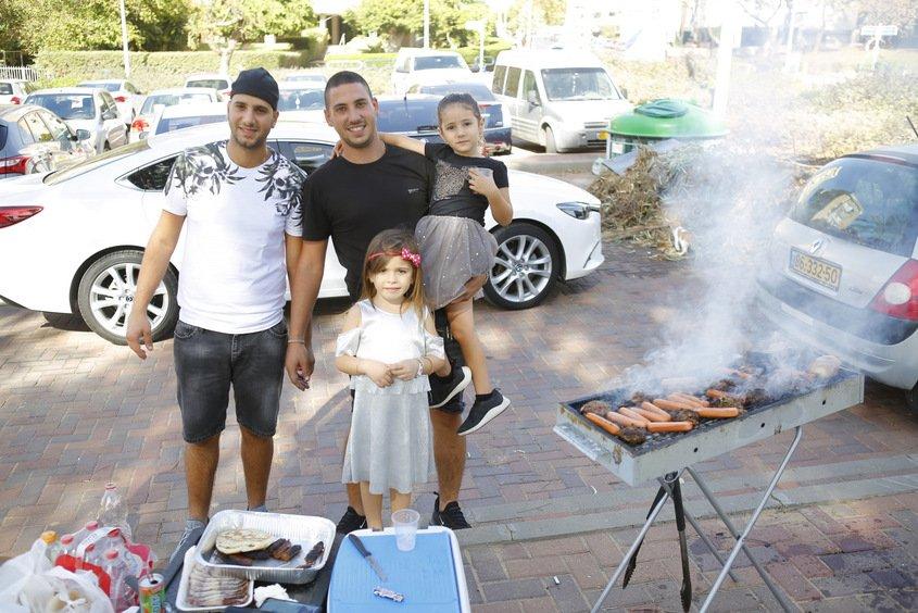 משפחת אלמליח בחרו לעשות על האש. צילום: פבל
