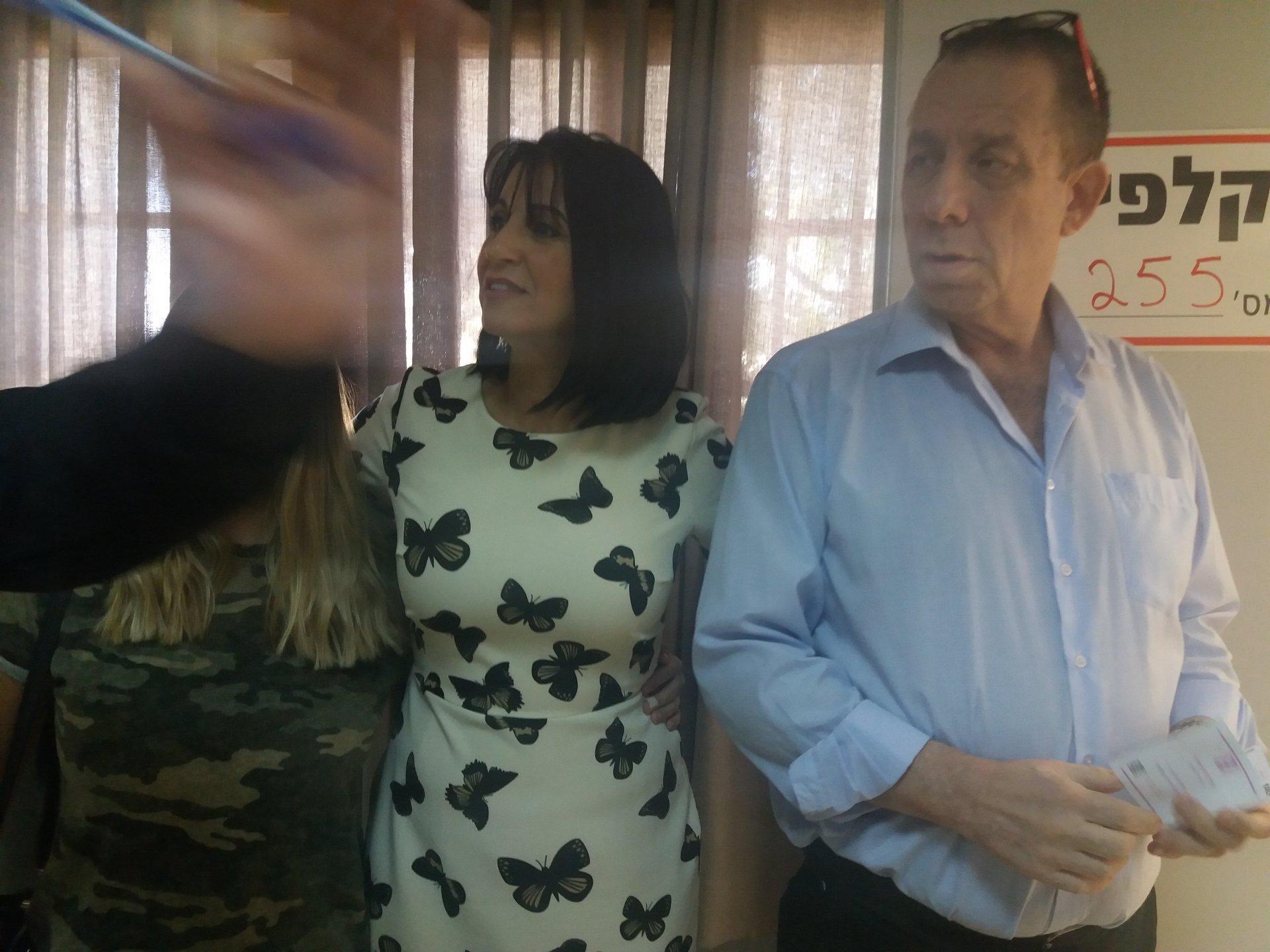 הלן ואבי גלבר בקלפי. צילום: שני מלכה