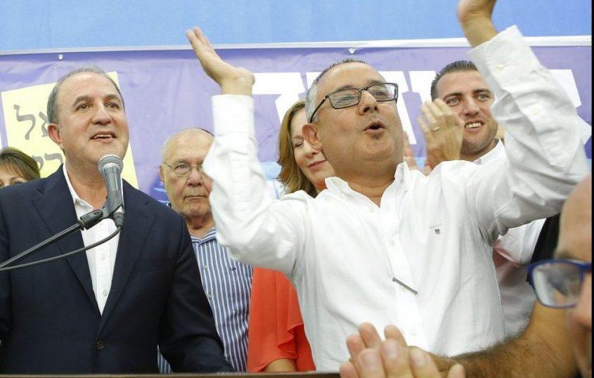 """כנפו עם ד""""ר לסרי בליל הניצחון. צילום: פבל"""