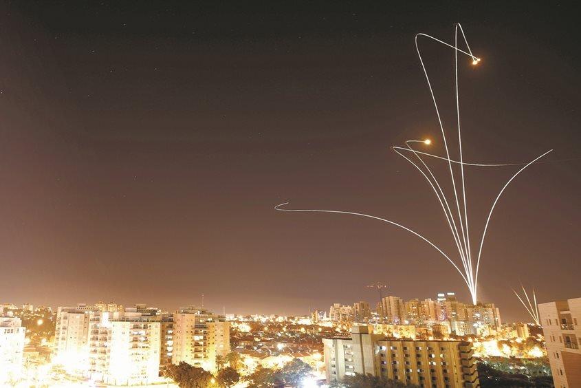 ירי רקטות בשמים. צילום ארכיון באשקלון: אילן אסייג