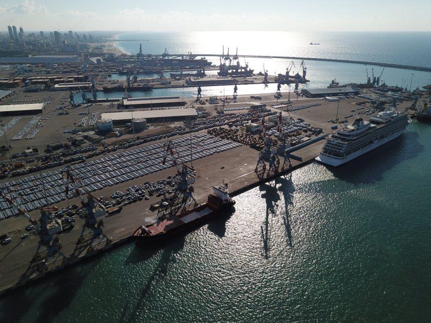 נמל אשדוד מבט מגבוה. צילום: אילן מטלון