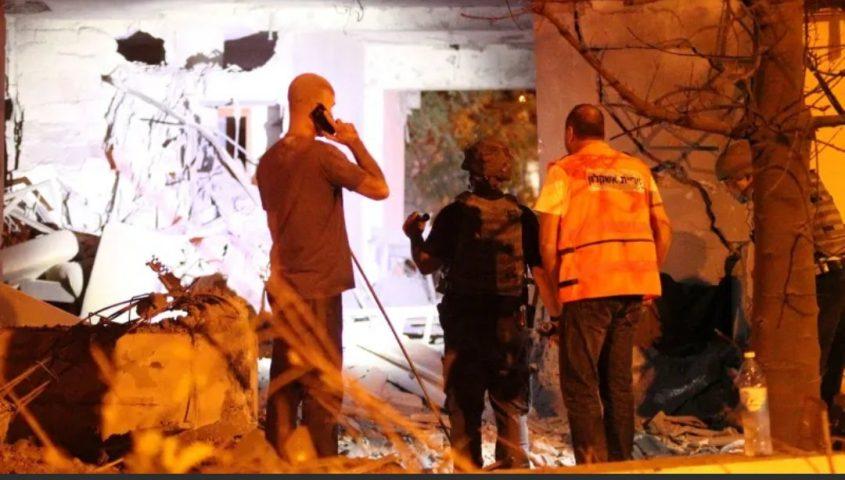 בניין שנפגע באשקלון הלילה. צילום: אילן אסייג