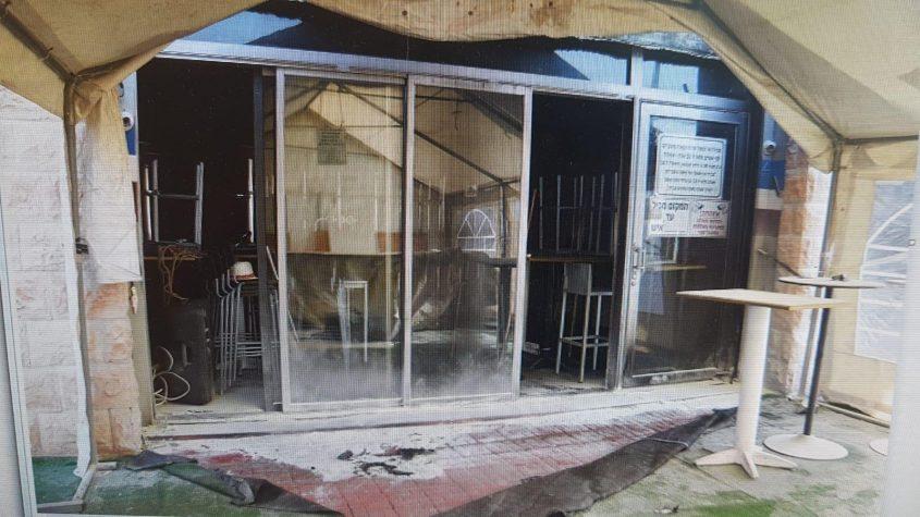 הכניסה לפאב לאחר כיבוי האש. צילום: דוברות המשטרה