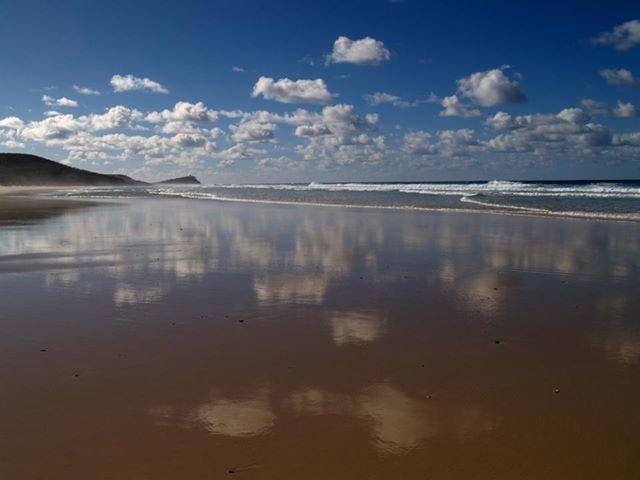 חוף הים, חול, עננים, טבע צילום: פטר טלר