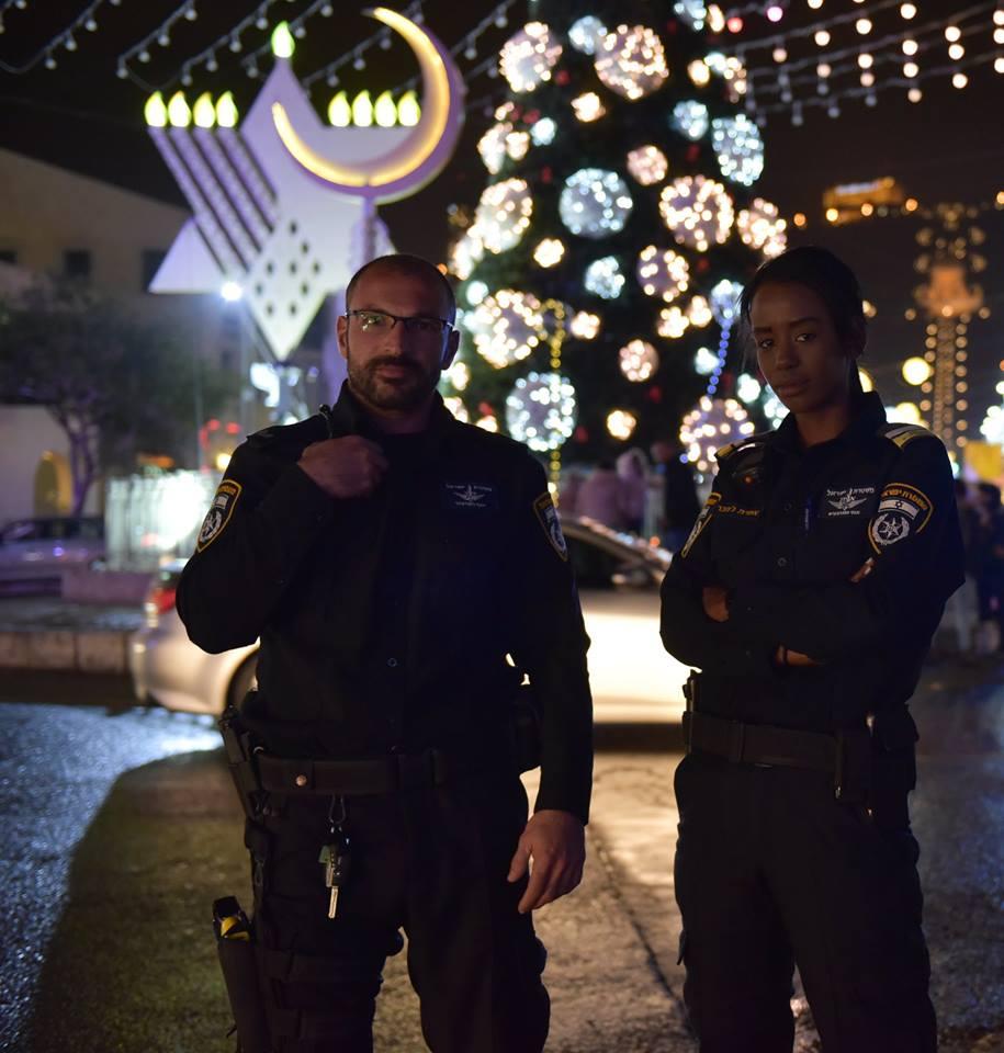 שוטרים שומרים על החוגגים צילום: דוברות המשטרה