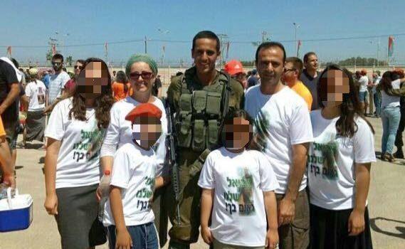 אביאל, הוריו ואחיותיו. התמונה באדיבות המשפחה