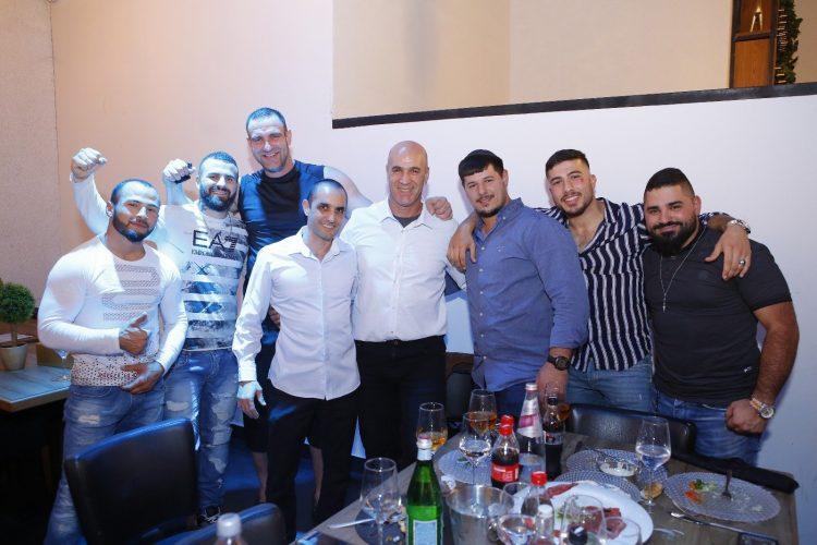 חבריו של עומר לוי ממועדון ״שינדוקאן״ ו״נוקאוט״. צילום: פבל