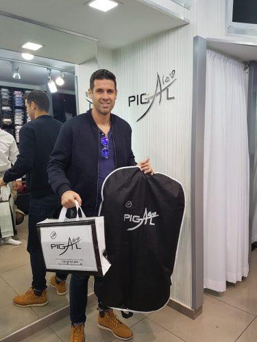 סאזר ארסנו קונה ״פיגל״. צילום: שמעון ביטון