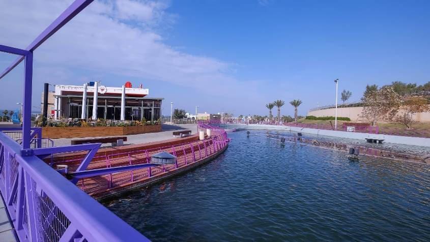קפה גן סיפור והאגם בפארק אשדוד ים. צילום: לינה מיארה