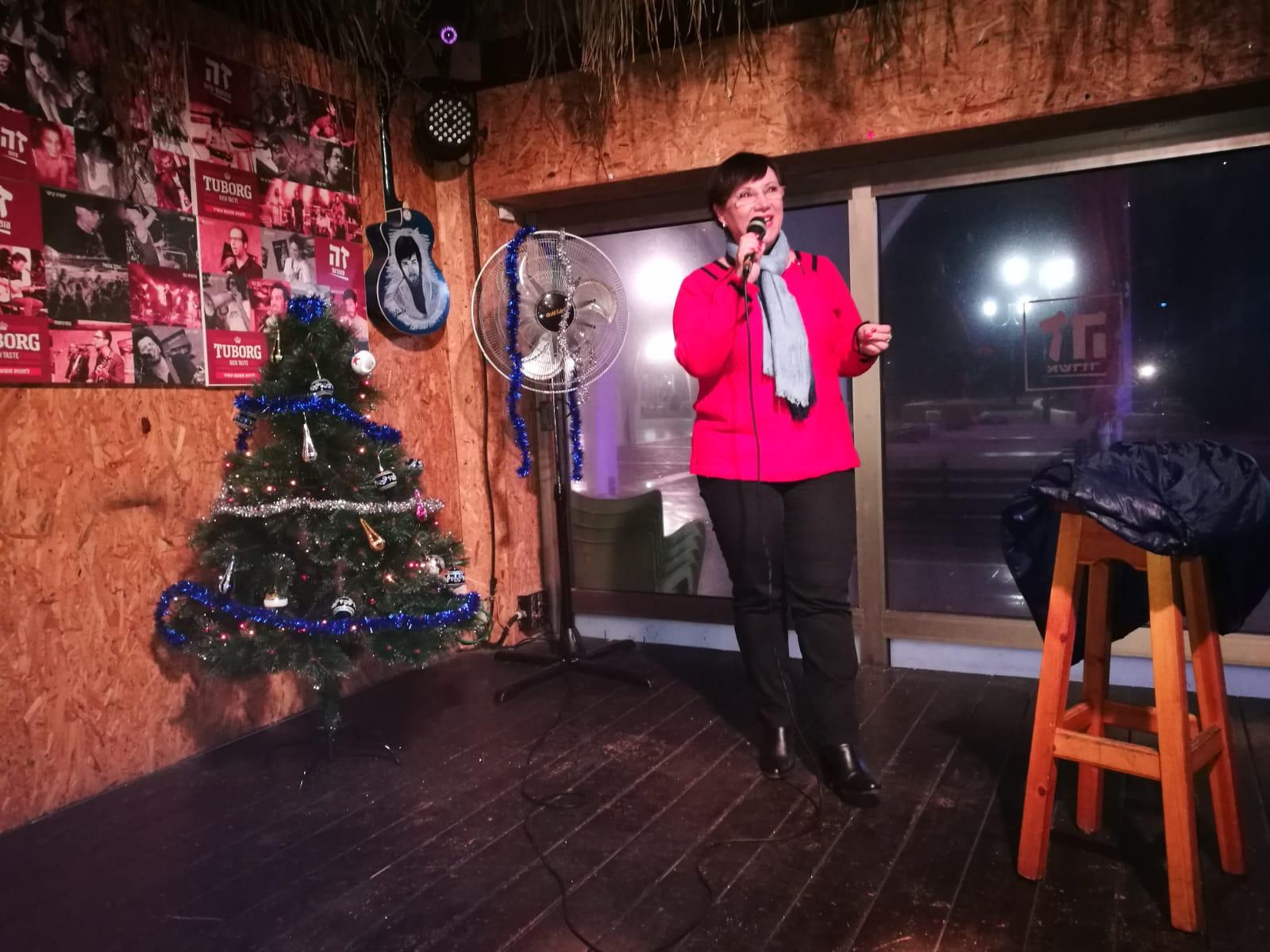 חברת הכנסת טלי פלוסקוב מתארחת בנובי גוד האשדודי צילום: מריאנה אונצ'ה