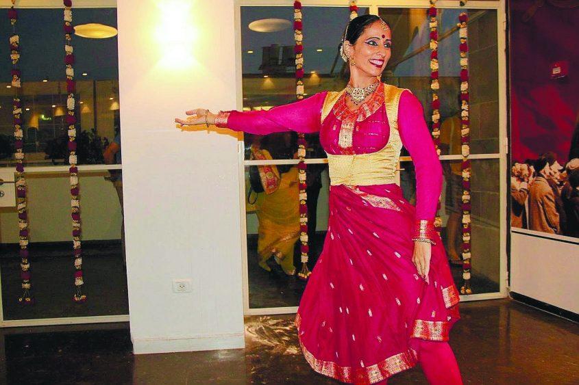 הרקדנית מאילה איילה בטעימה מהודו הצבעונית. צילום יחצ